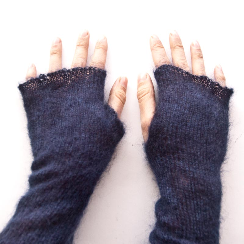 Free fingerless mitten knitting pattern in cowgirlblues cape town kidsilk mohair yarn available at V&A watershed shop