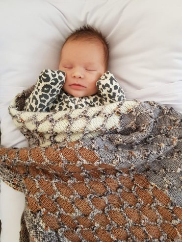 Beehive Baby Blanket knit kit by Cowgirlblues